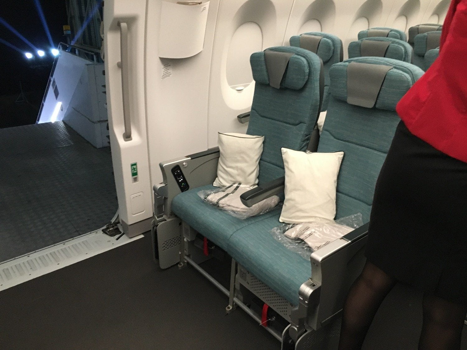 Cathay A350_ - 147