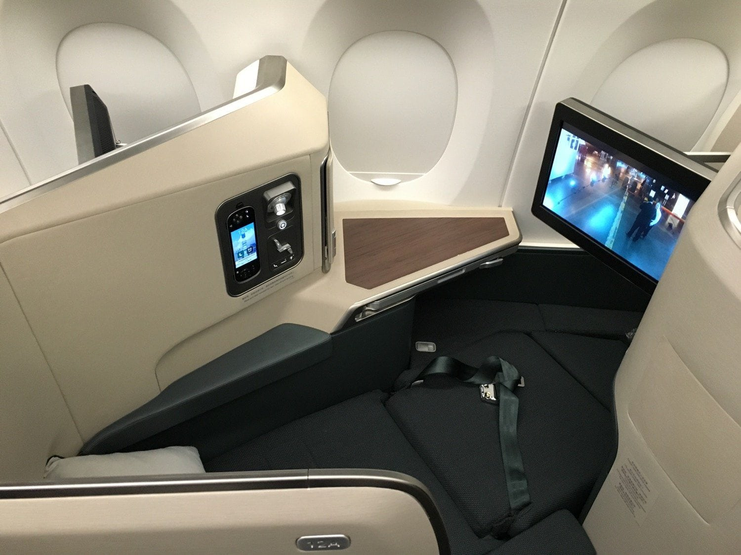 Cathay A350_Business - 1