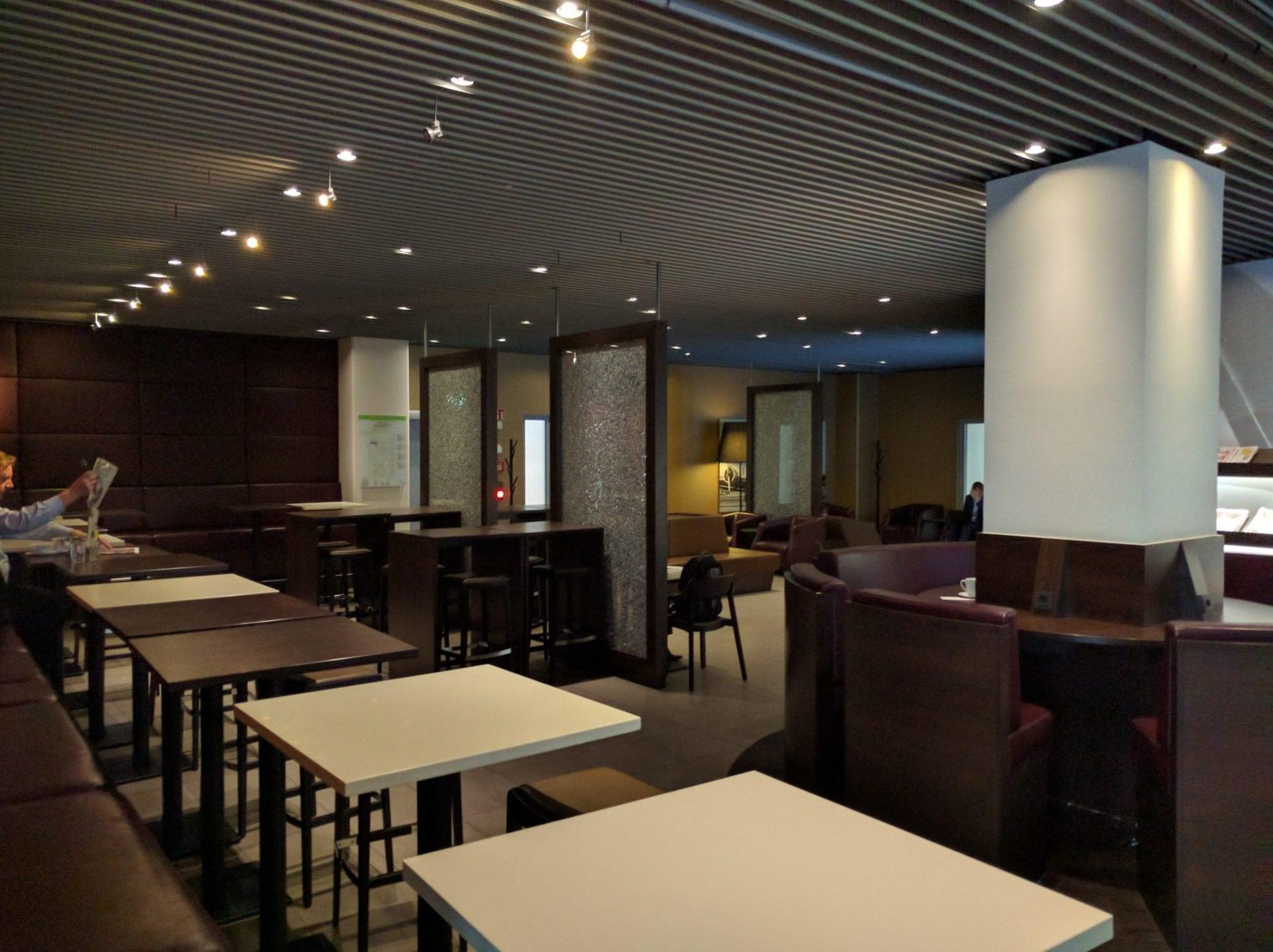 Hugo Junkers Lounge Düsseldorf.jpg