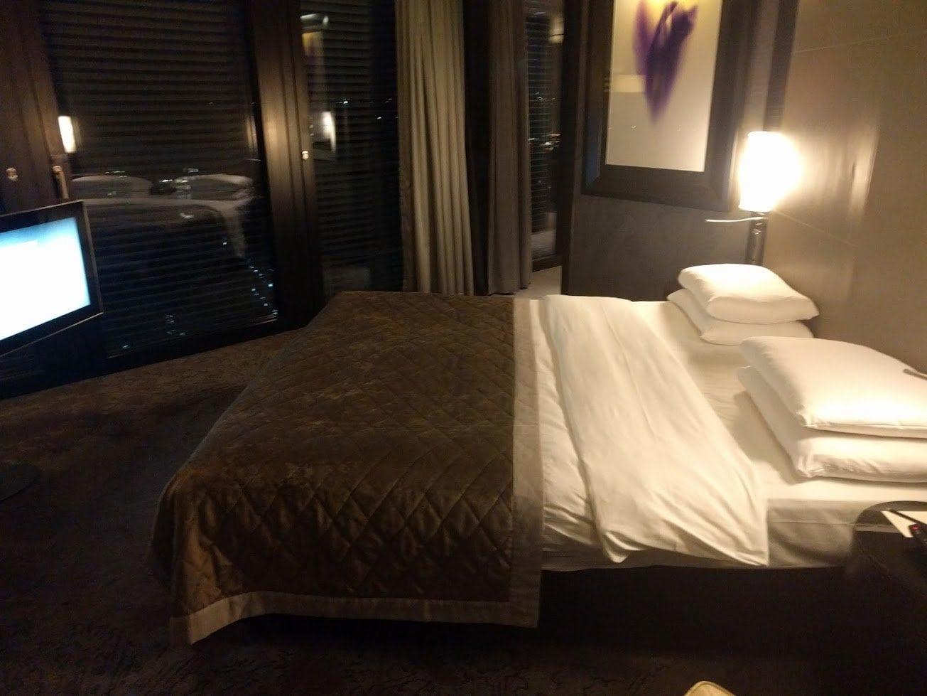 Hyatt Regency Düsseldorf Suite Bett
