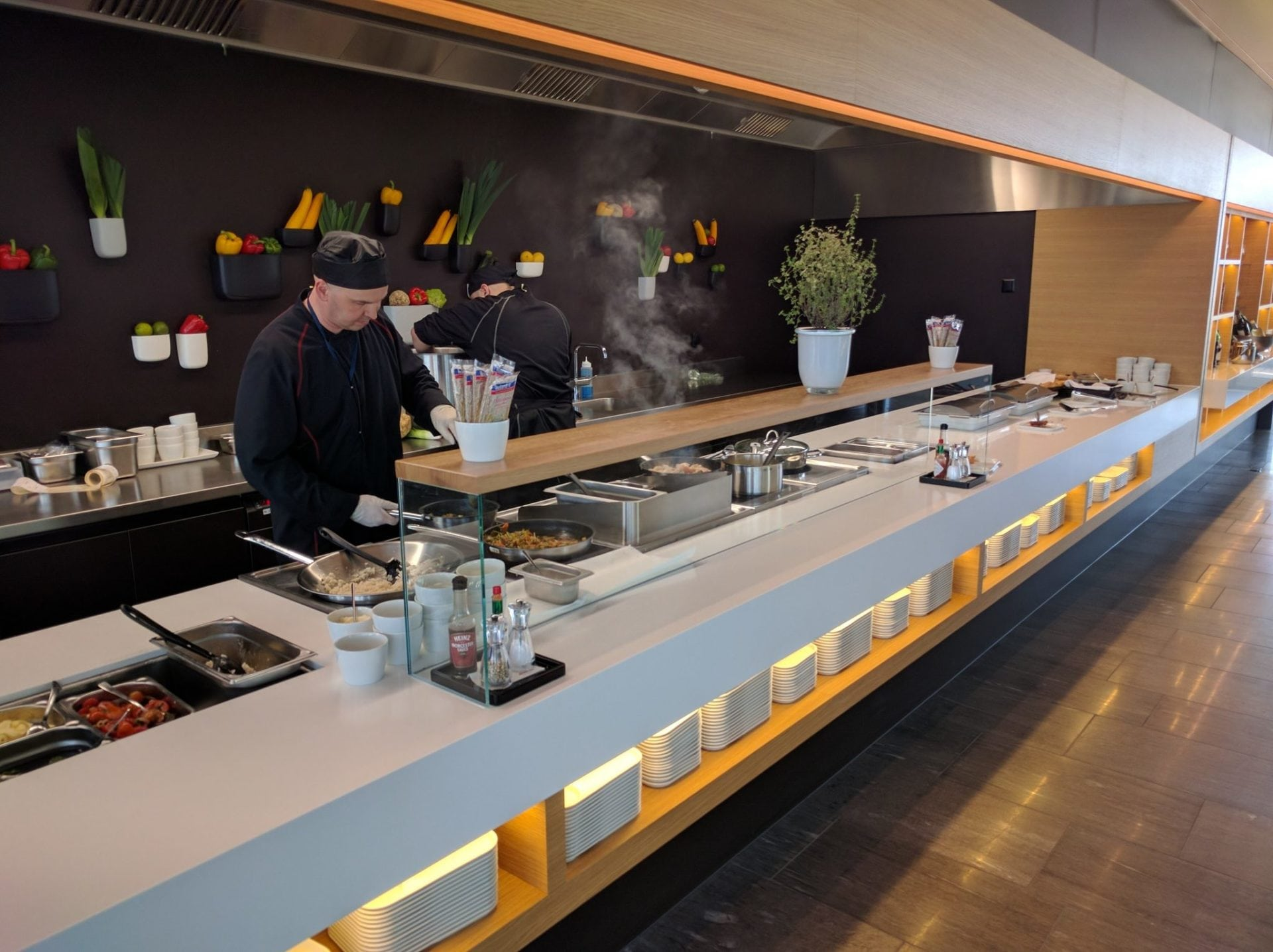 Swiss Senator Lounge Zürich E Front Cooking