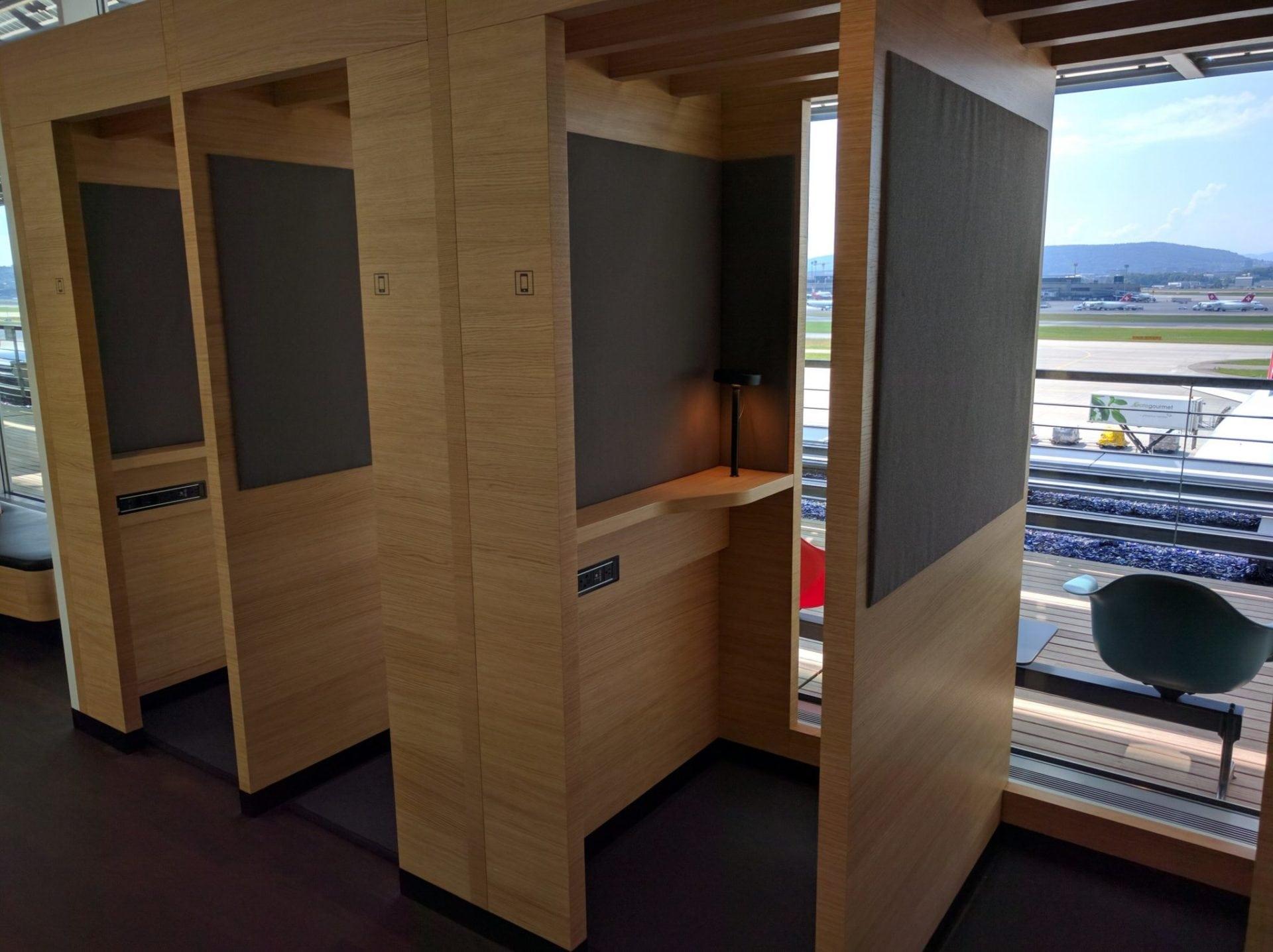Swiss Senator Lounge Zürich E Handyzellen