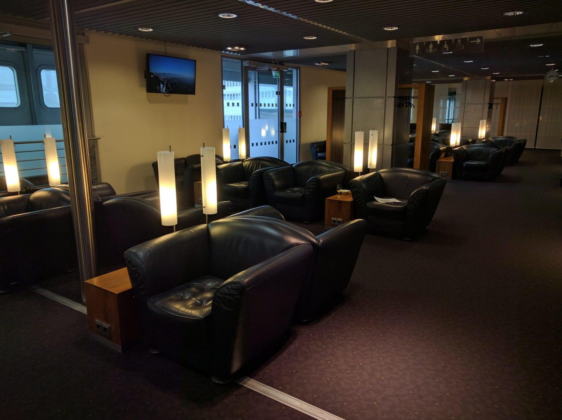 Lufthansa Senator Lounge Düsseldorf Sitzgelegenheiten