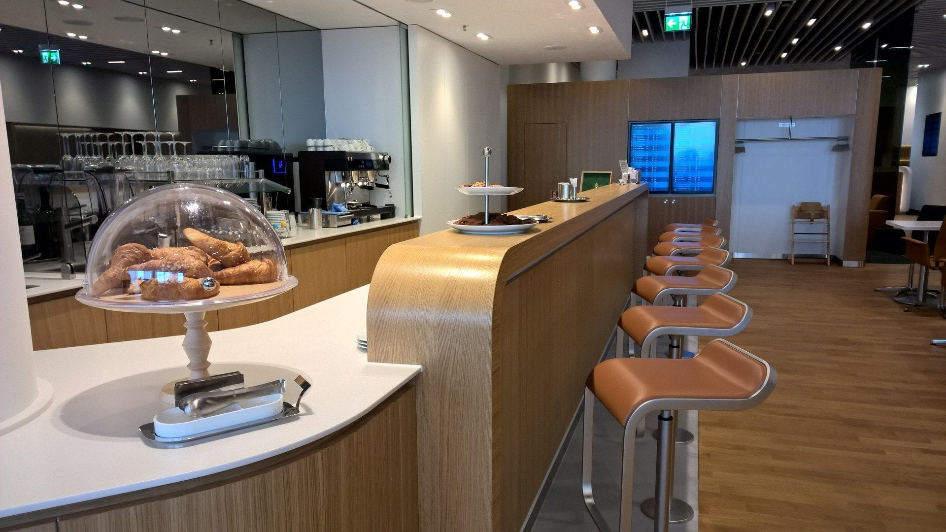 Lufthansa Senator Lounge Satellite Schengen Munich Seating