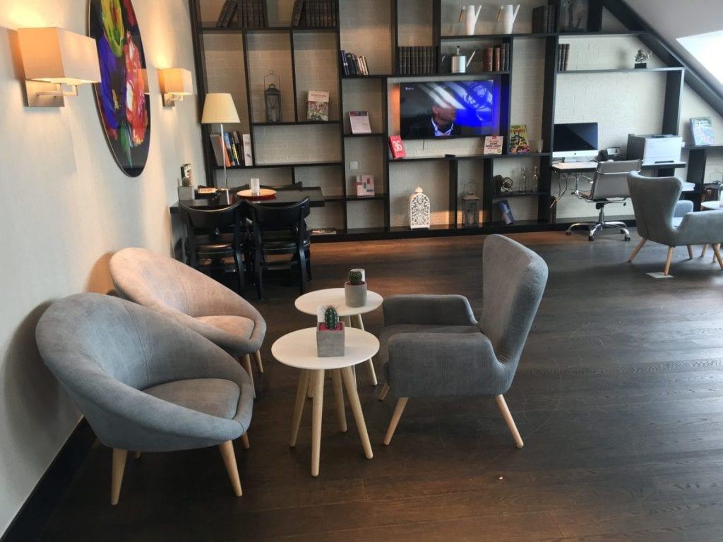 crowne plaza berlin potsdamer platz club lounge sitzgelegenheiten 3