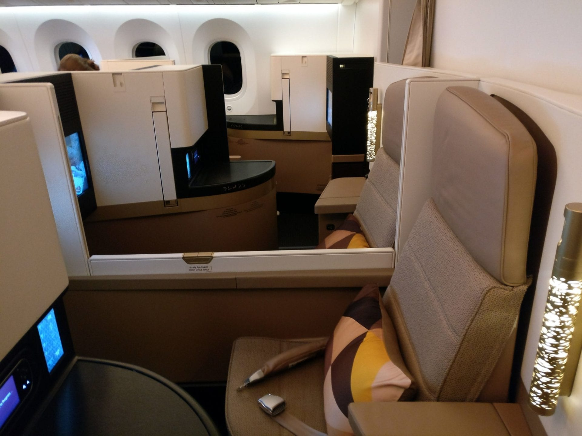etihad-airways-boeing-787-business-class-seat-11