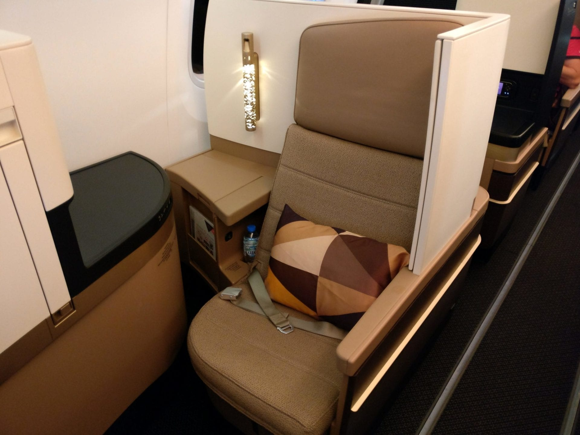 etihad-airways-boeing-787-business-class-seat-14
