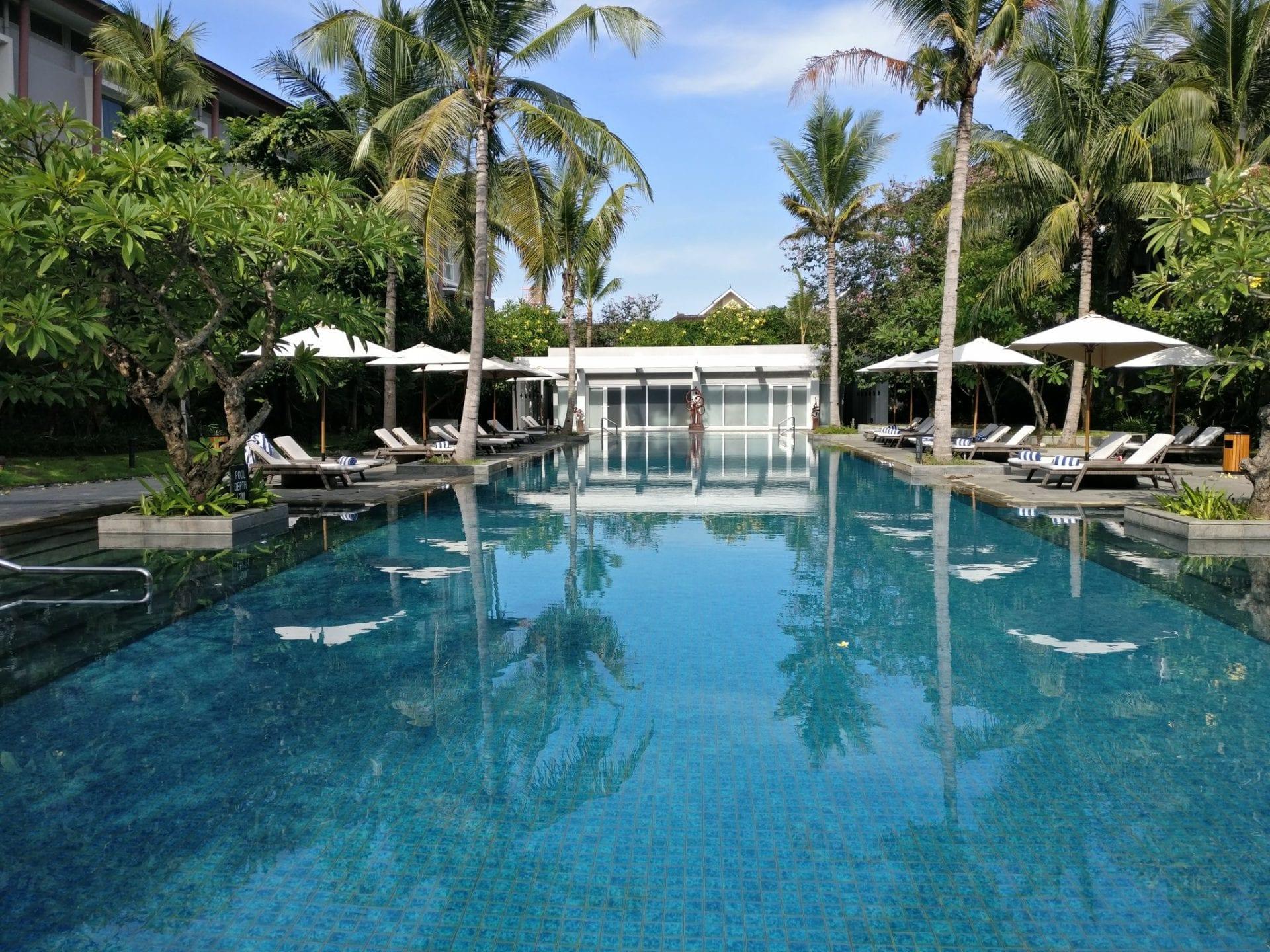 hilton-garden-inn-bali-pool