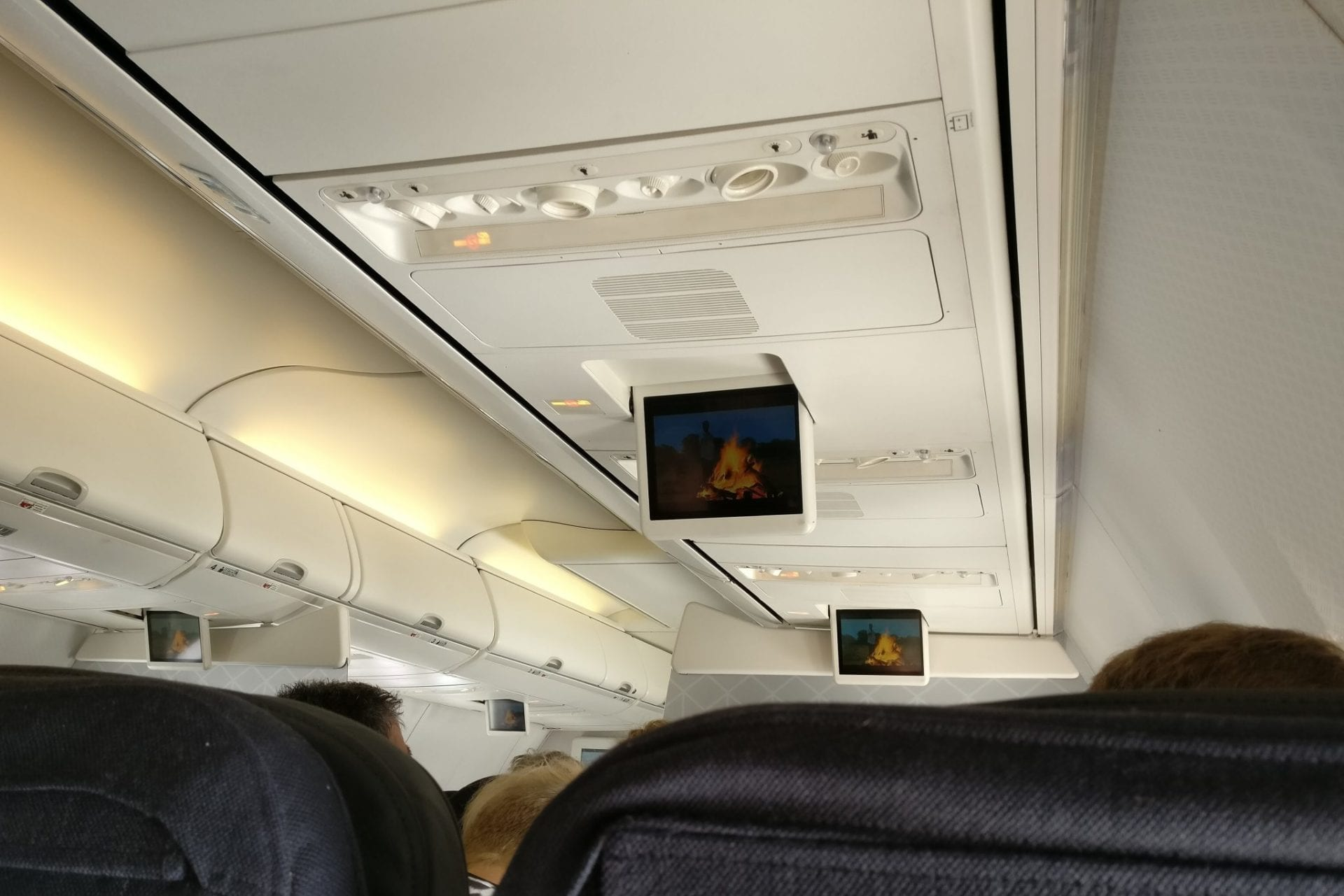 qantas-economy-class-boeing-737-entertainment-3