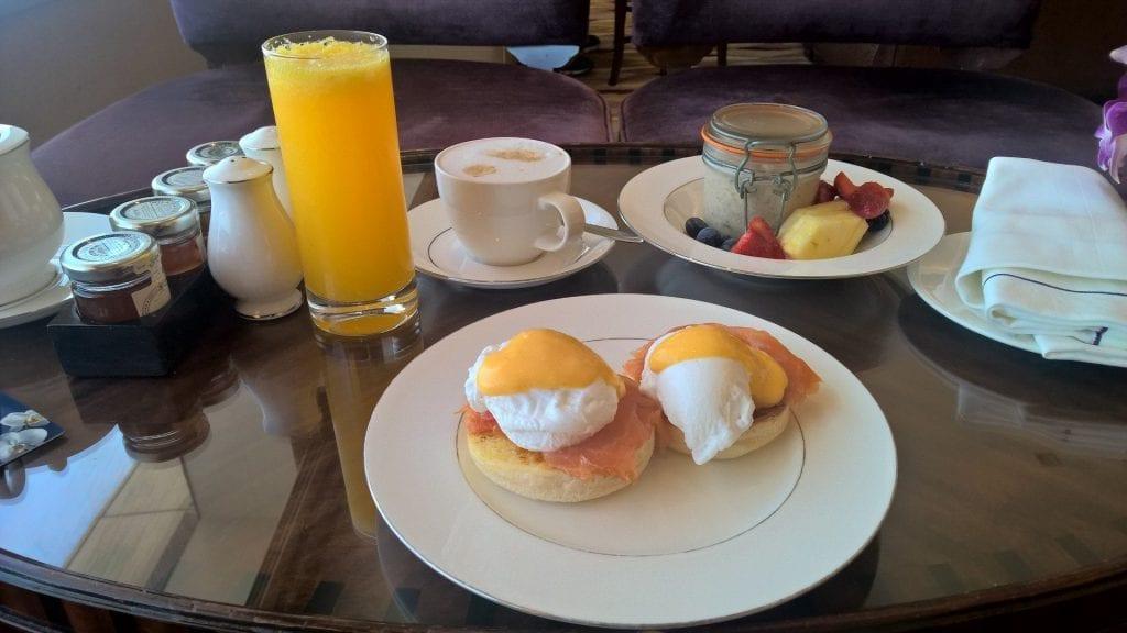Conrad Dubai Lounge Frühstück
