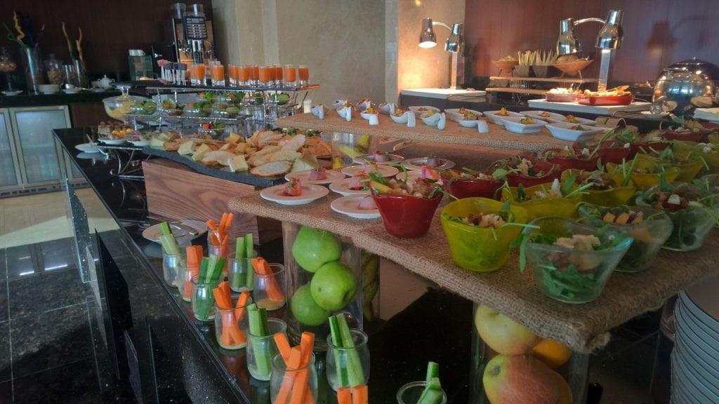 Conrad Dubai Lounge Abendessen