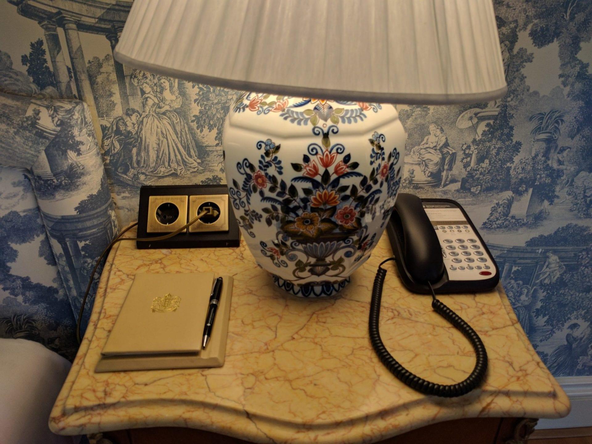 intercontinental amstel amsterdam nachttischchen. Black Bedroom Furniture Sets. Home Design Ideas