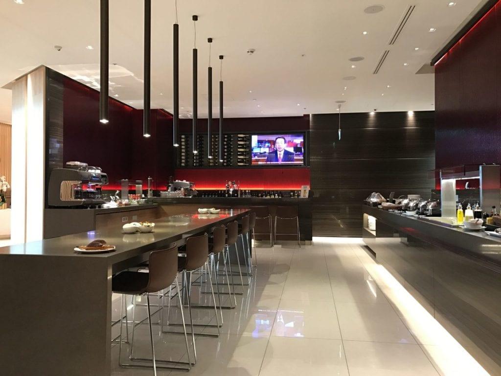 Air Canada Maple Leaf Lounge London Heathrow Essensbereich