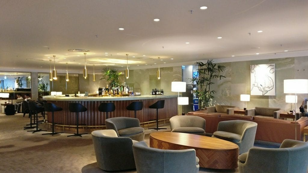 cathay pacific the pier first class lounge hong kong loungearea3