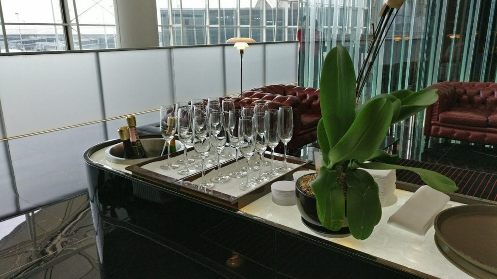 cathay pacific the wing first class lounge hong kong champagne bar 1