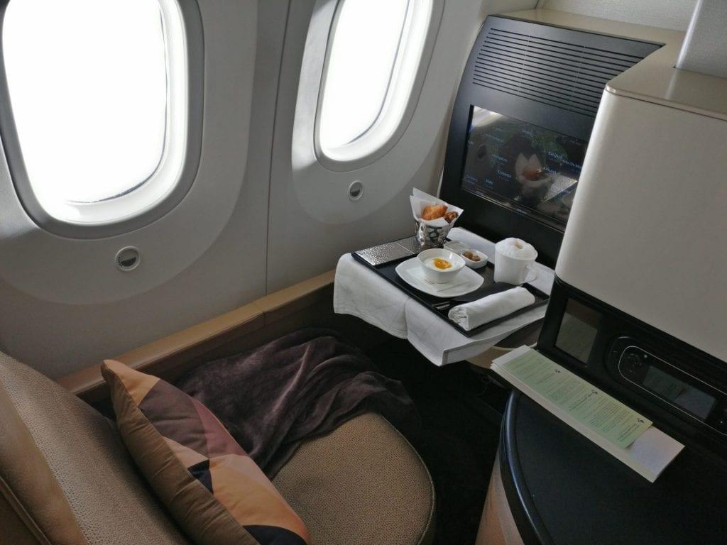 etihad airways boeing 787 business class frühstück