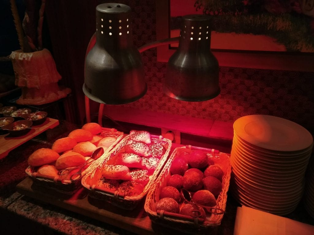 hilton hanoi opera executive lounge abendessen 5