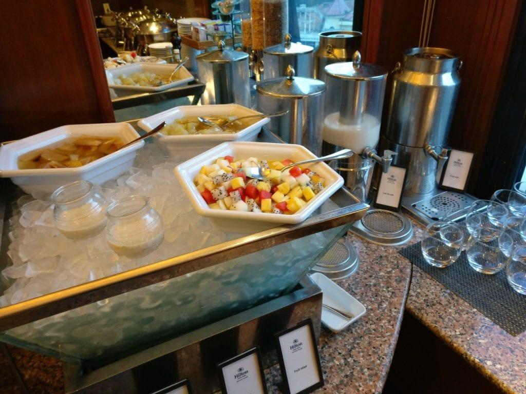 hilton hanoi opera executive lounge frühstück 4