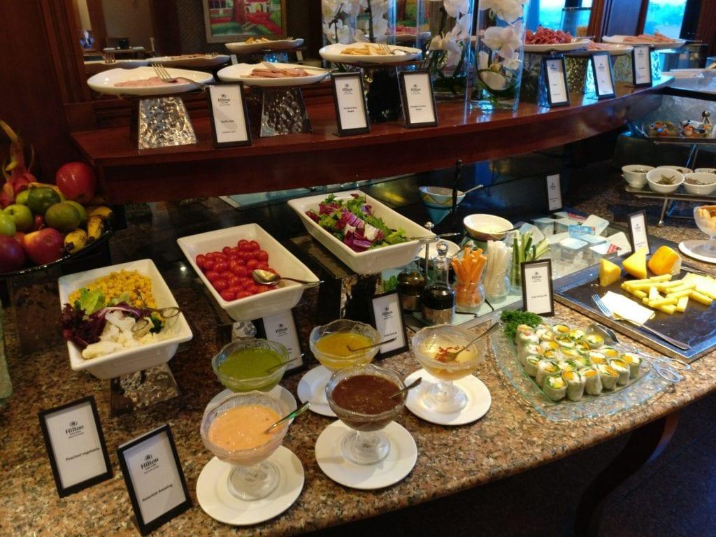 hilton hanoi opera executive lounge frühstück 6