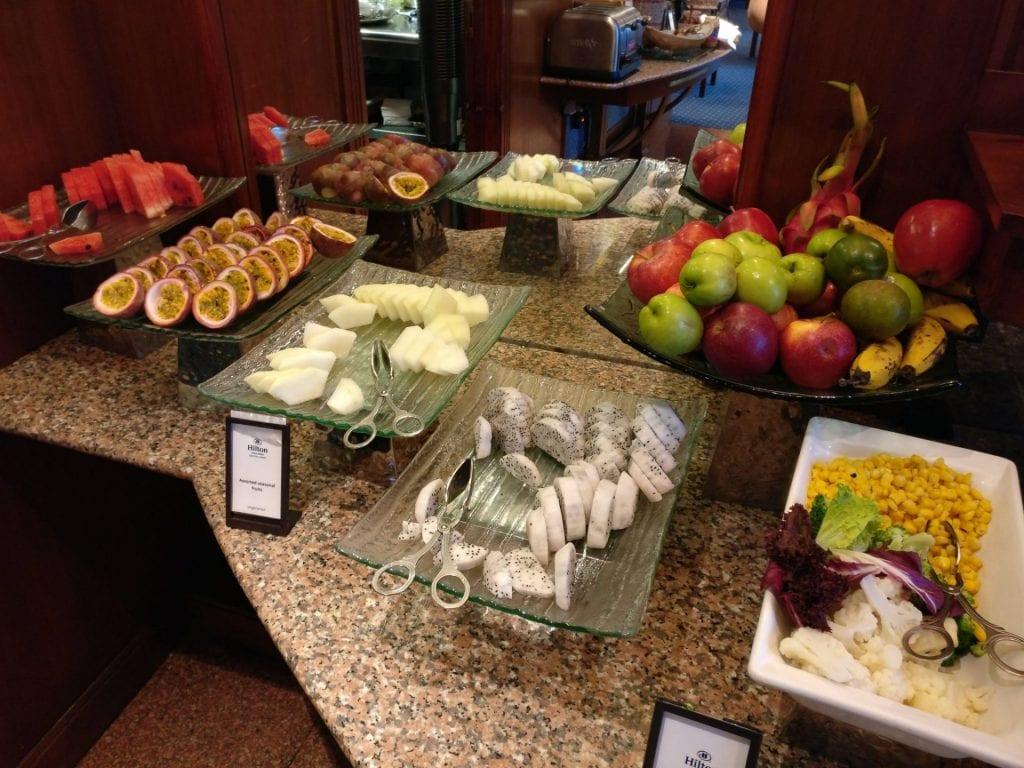 hilton hanoi opera executive lounge frühstück 7
