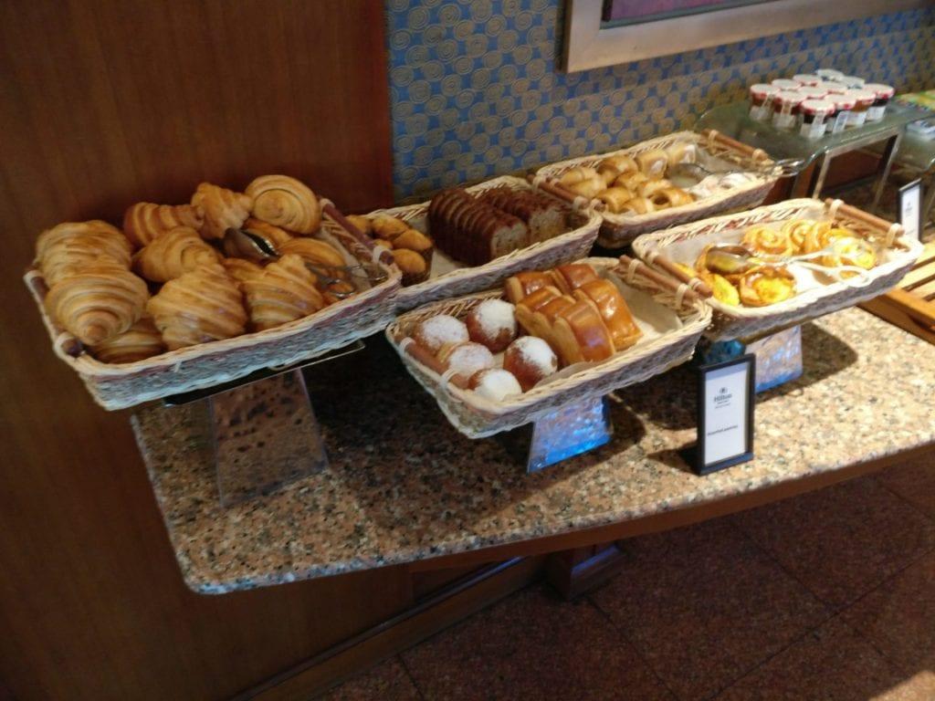 hilton hanoi opera executive lounge frühstück 8