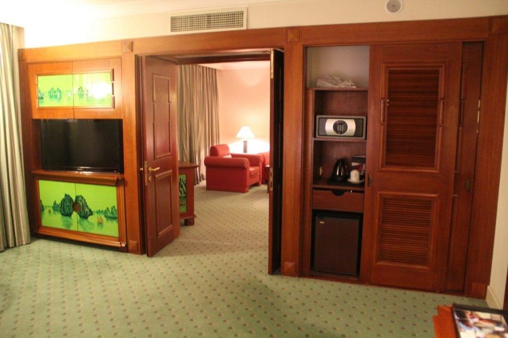 Hilton Hanoi Opera King Suite 3