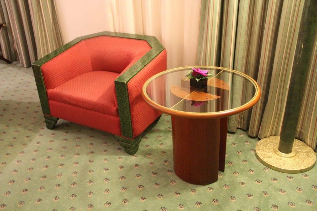 Hilton Hanoi Opera King Suite bett