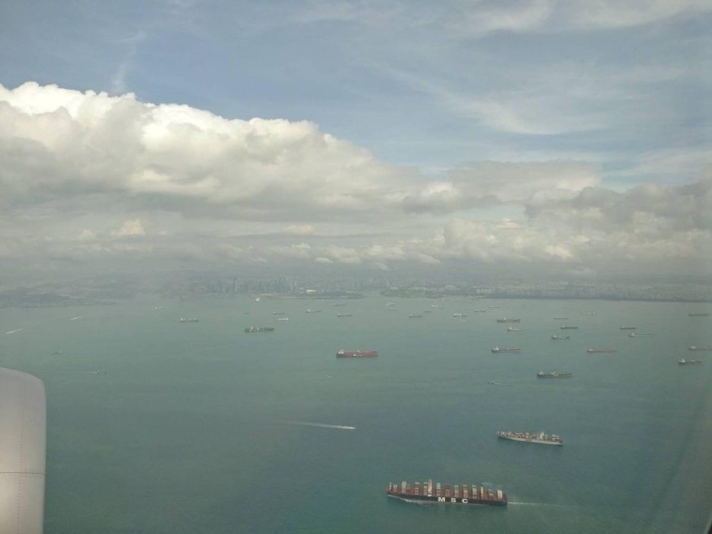 landenanflug singapur changi airport schiffe hafen etihad