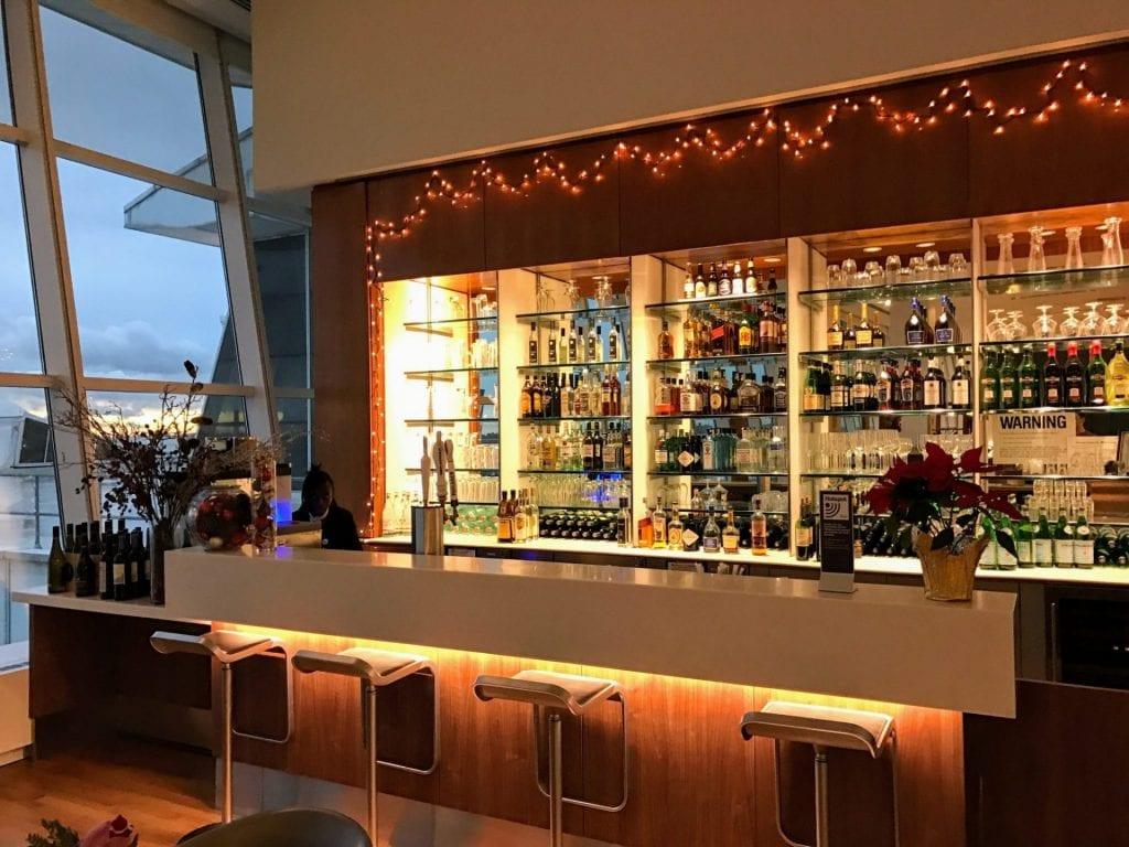 Lufthansa Senator Lounge JFK Bar