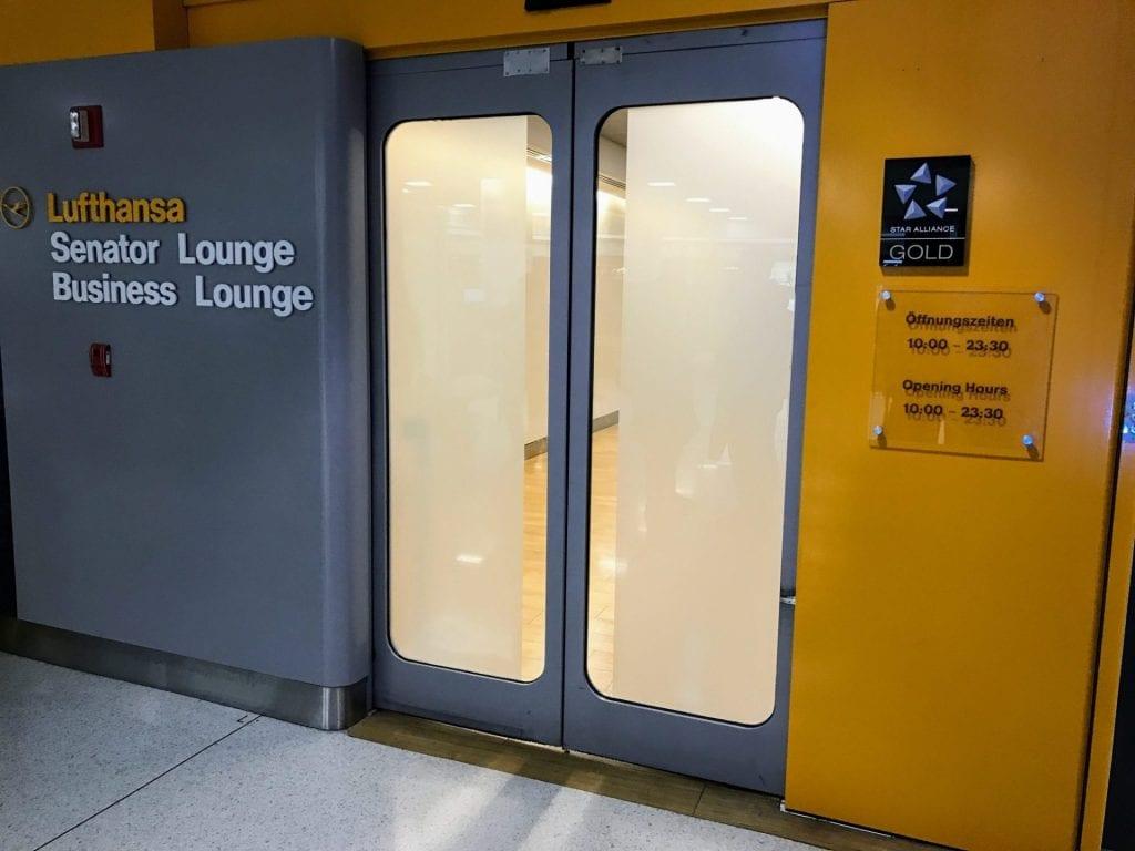 Lufthansa Senator Lounge JFK Eingang