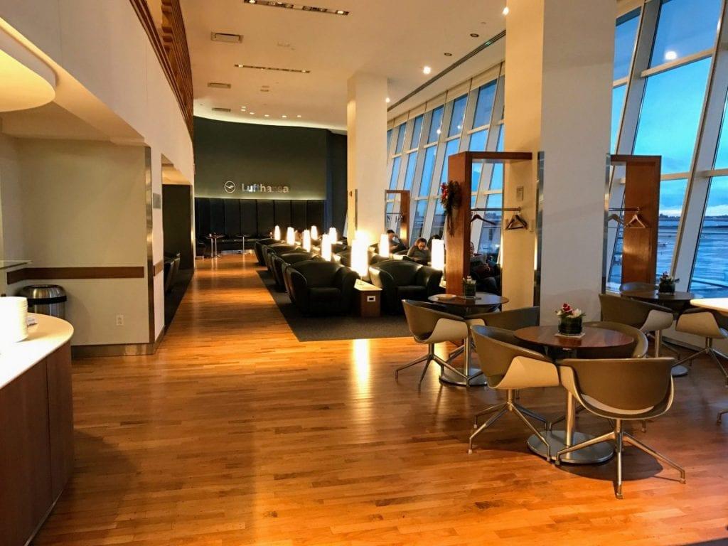 Lufthansa Senator Lounge JFK Sitzmoeglichkeiten 3