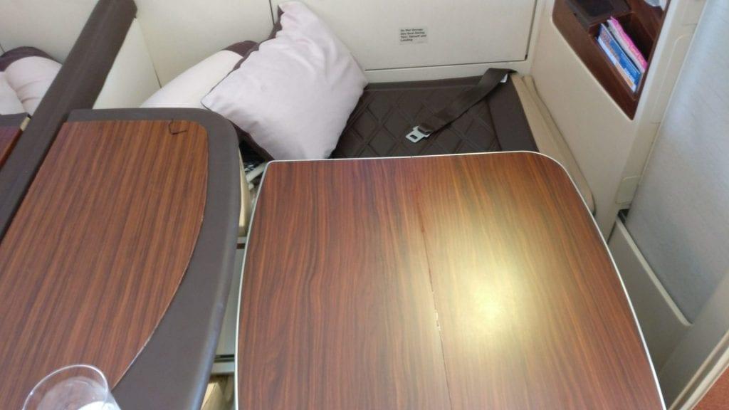 Singapore Airlines Suites Class Tisch
