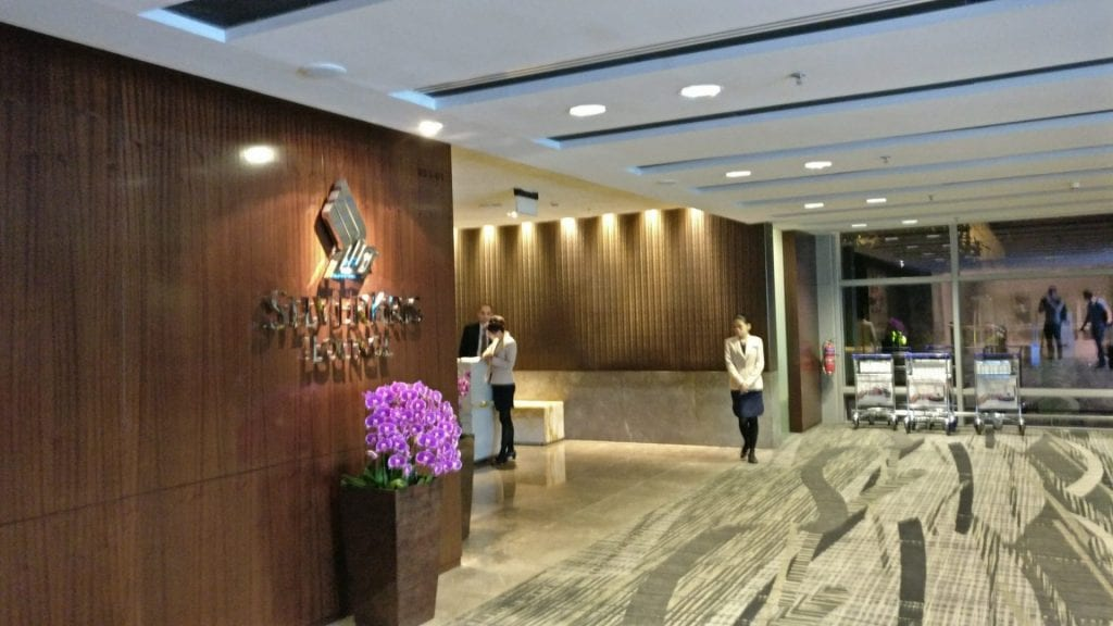 singapore airlines airbus a380 first suites class kabine eingang lounge