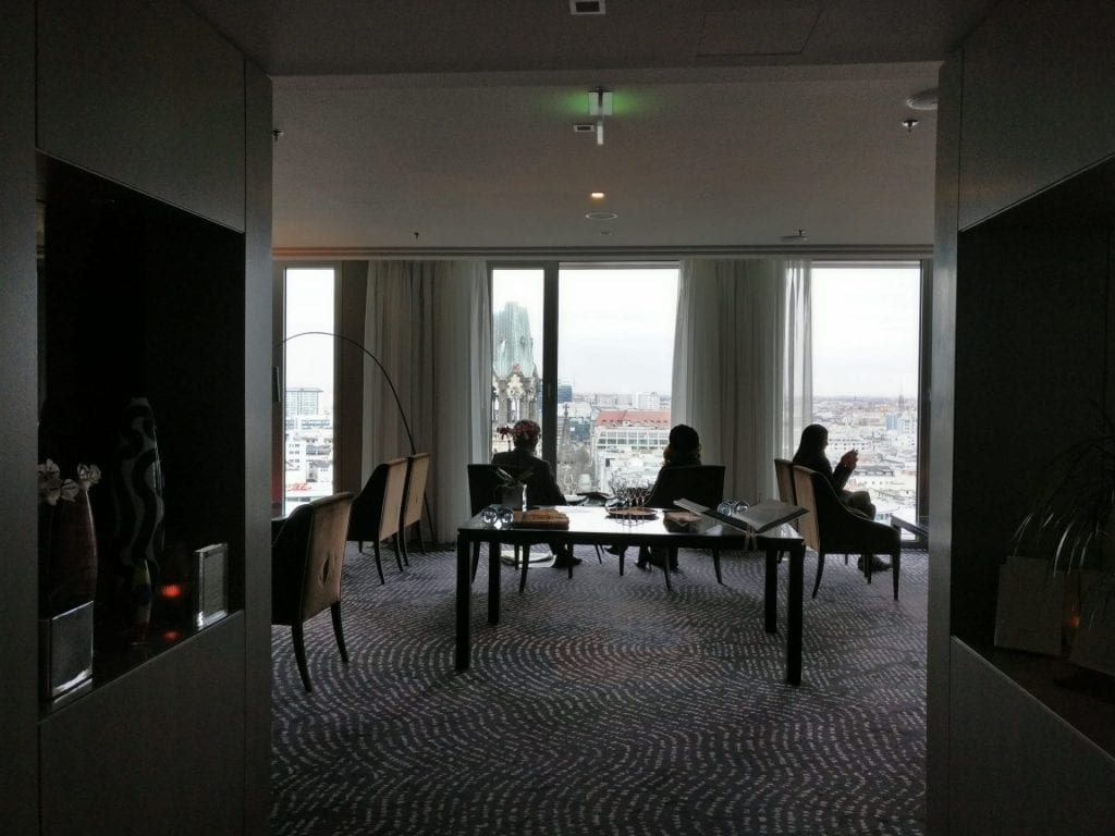 waldorf-astoria-berlin-library-3