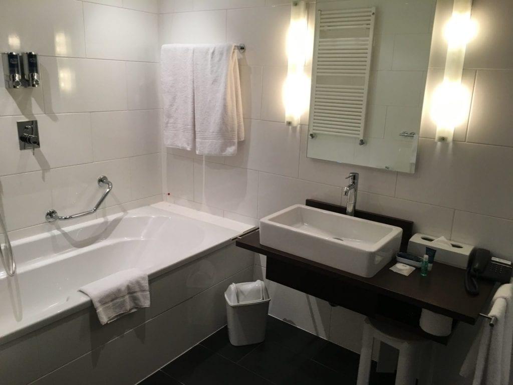 Four Points Bozen - Badezimmer