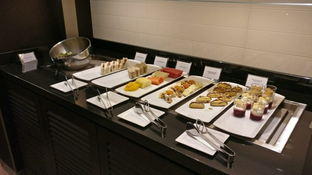 british-airway-lounge-singapore-buffet