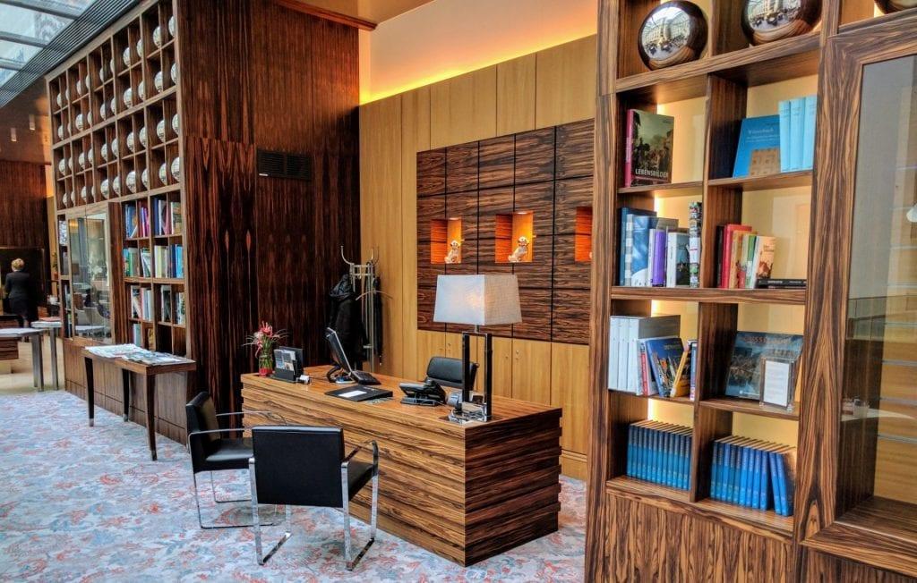 InterContinental Düsseldorf Club Lounge Rezeption