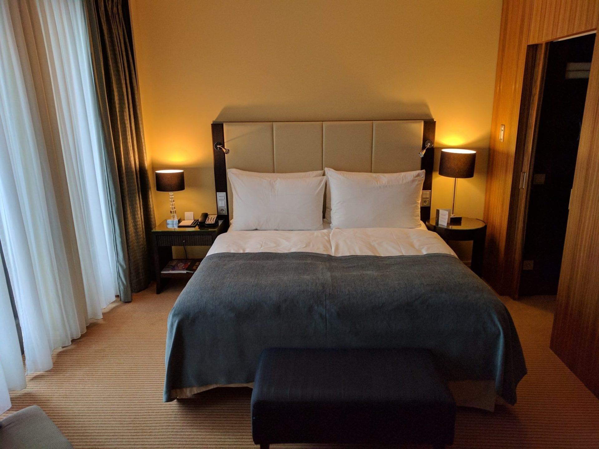 intercontinental d sseldorf king bett. Black Bedroom Furniture Sets. Home Design Ideas