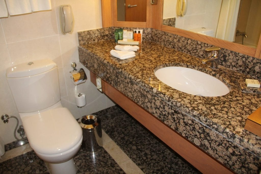 Hilton Ankara Junior Suite Bathroom 2