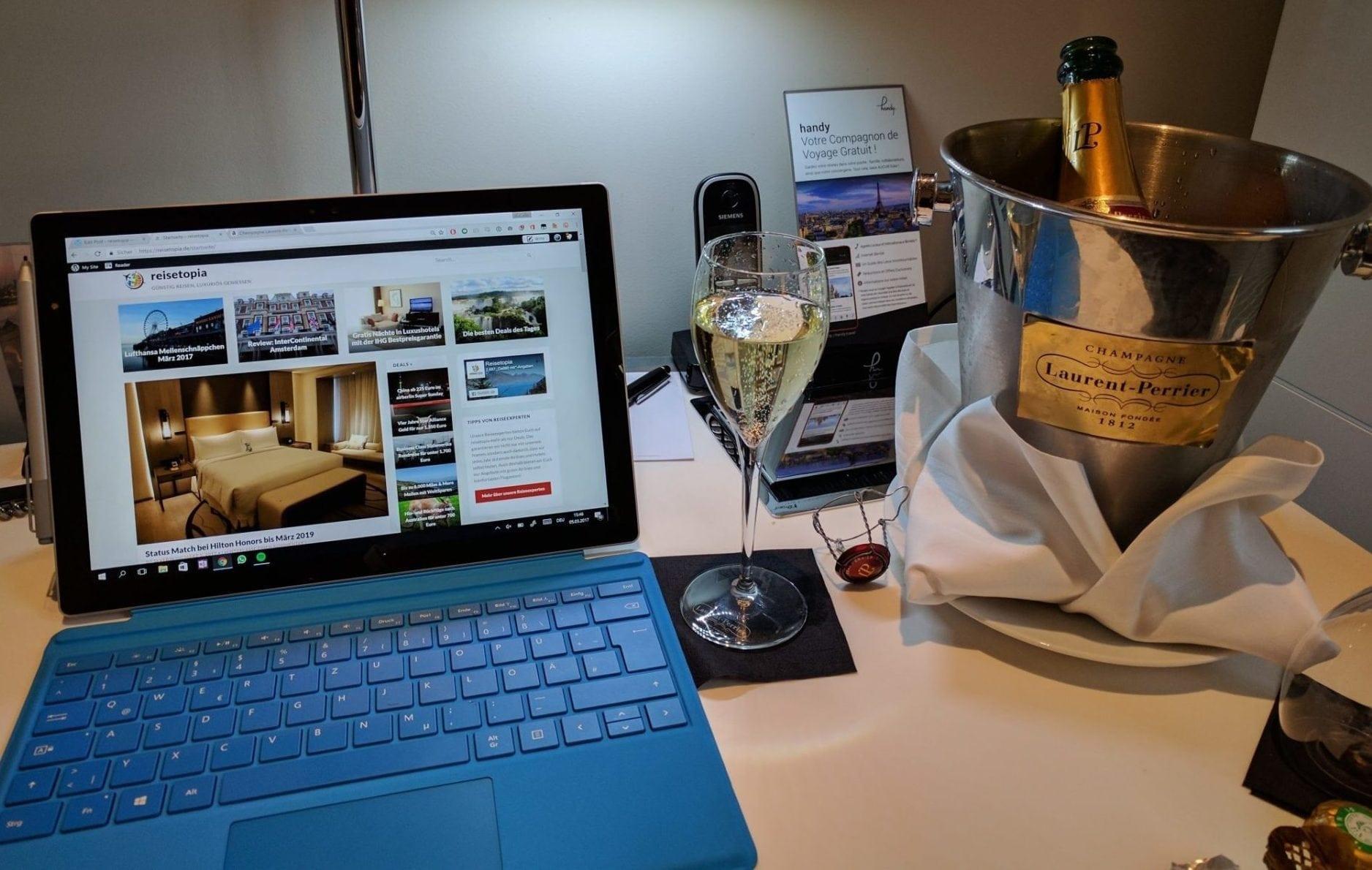 InterContinental Paris Avenue Marceau Laptop Champagner
