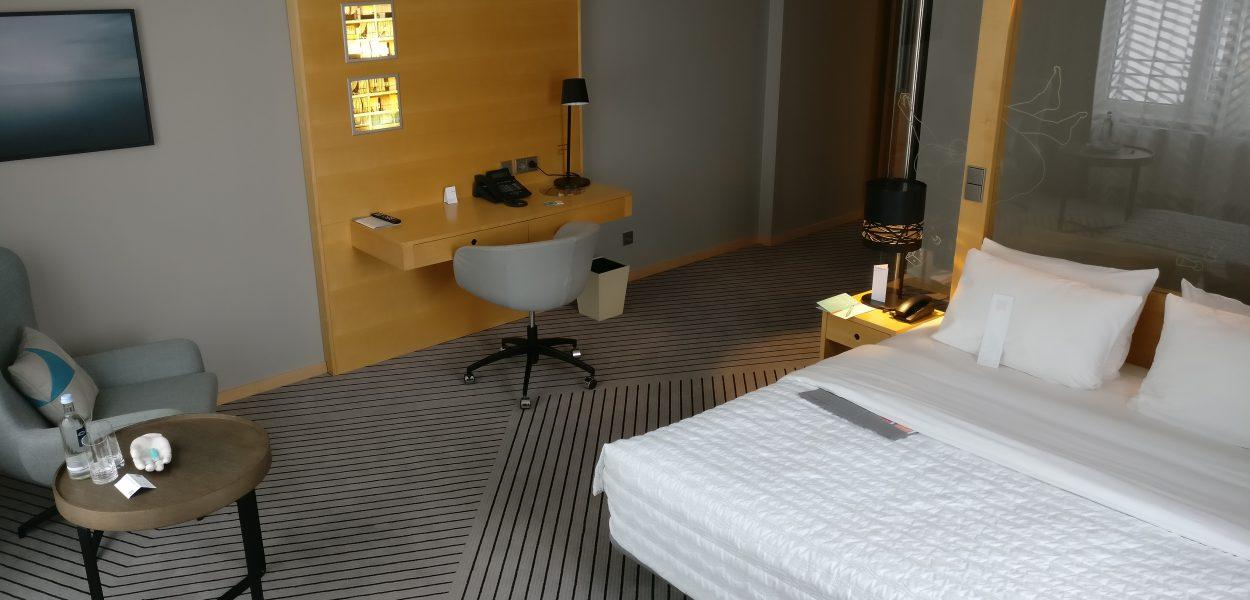 Le Meridien Hamburg Corner Room