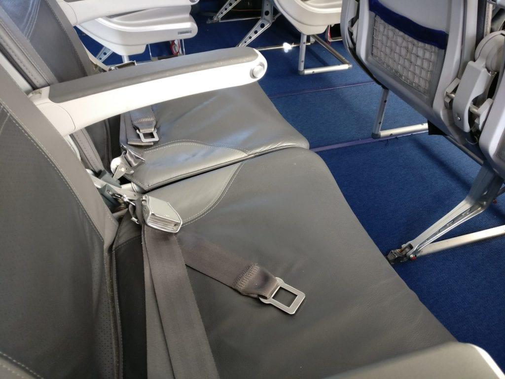 Lufthansa Business Class Mittelstrecke Sitz 4