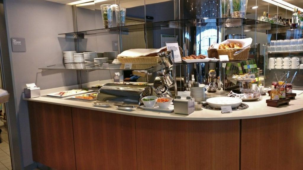 lufthansa senator lounge hamburg buffet 1