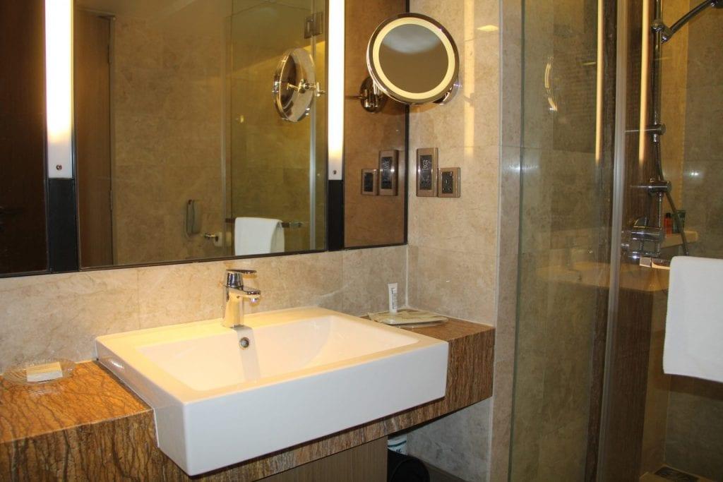 Hilton Petaling Jaya Guestroom Plus Bathroom 8