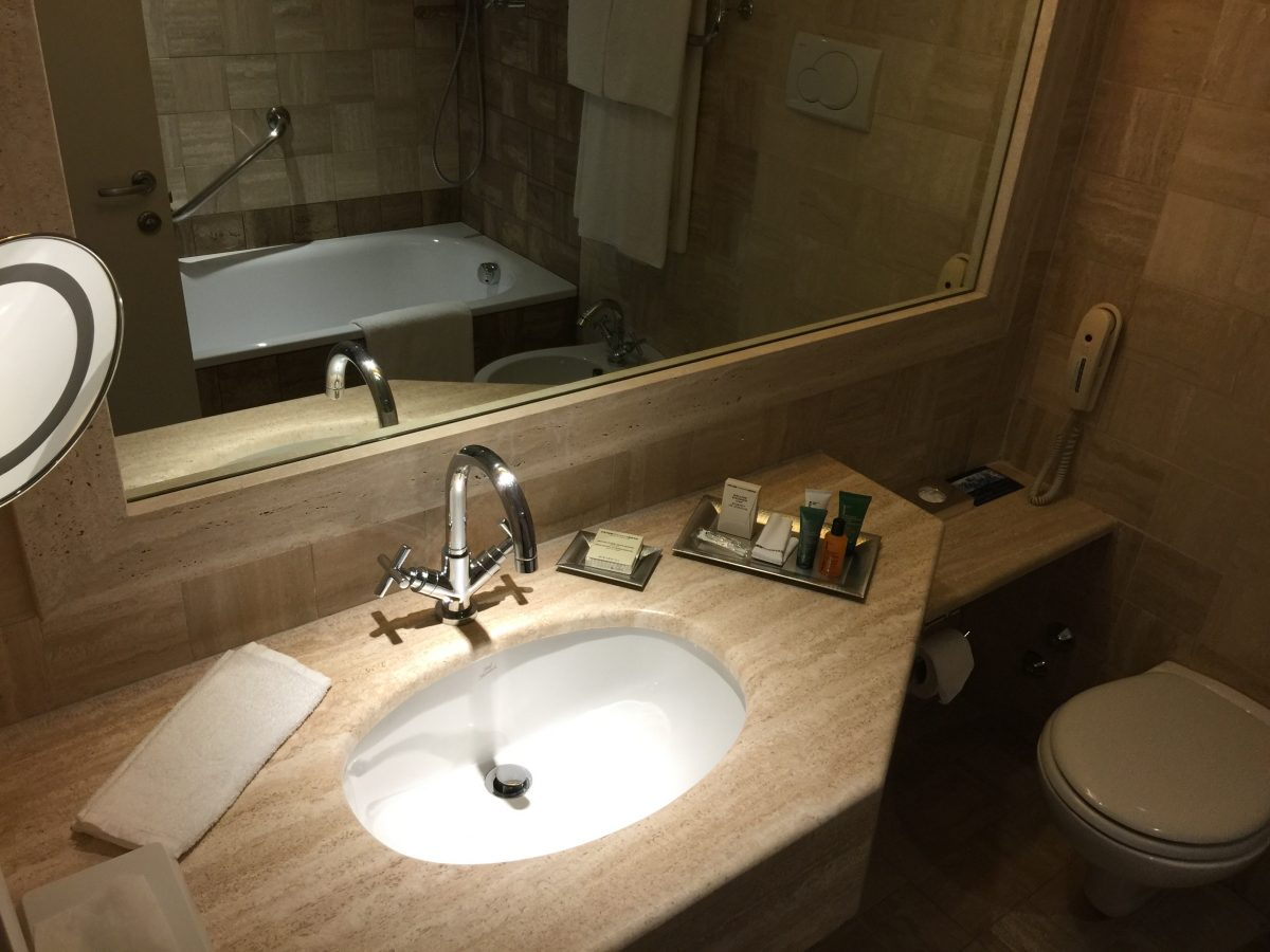 Hilton Rome Airport Executive Zimmer Bad
