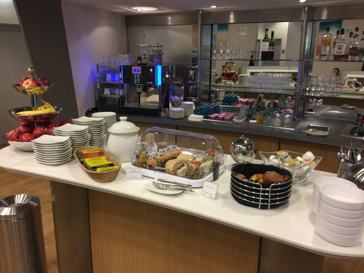 Lufthansa Business Lounge Dresden Buffet 2