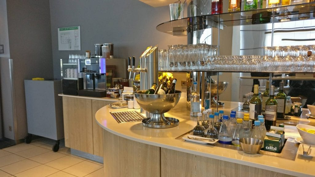 Lufthansa Business Lounge Hamburg Buffet Getränke Alkohol
