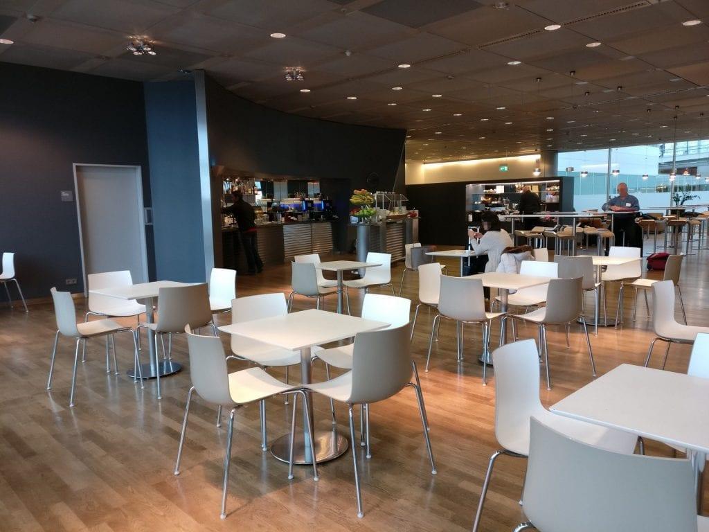 Lufthansa Business Lounge Schengen G28 München Buffet Sitze