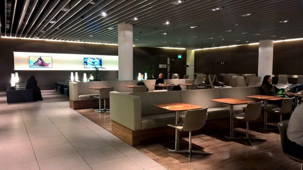 Lufthansa Senator Lounge München Schengen G24 Sitze 1