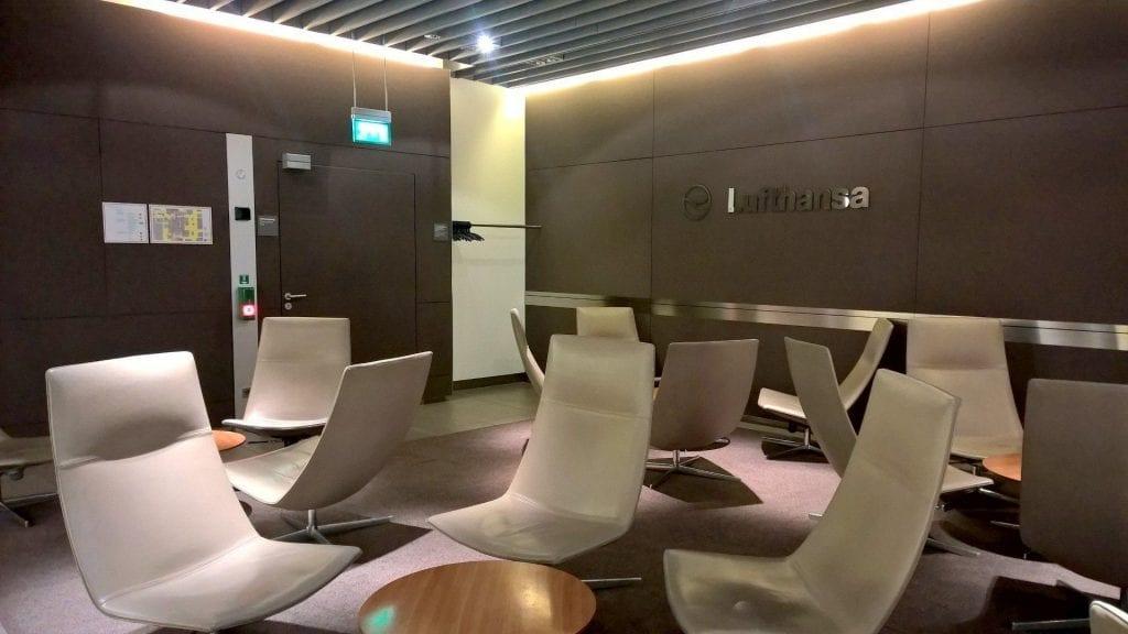 Lufthansa Senator Lounge München Schengen G24 Sitze 2